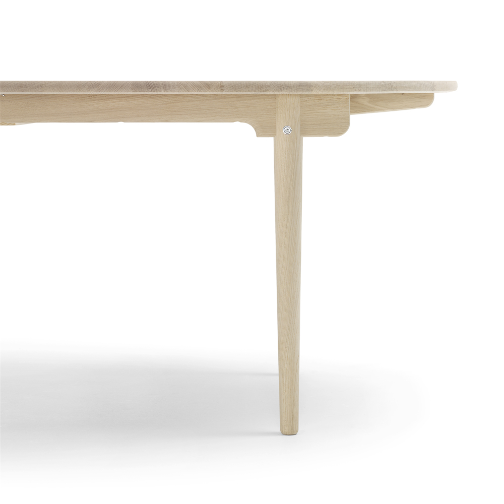 CH338 Table designed by Hans J. Wegner for Carl Hansen & Son