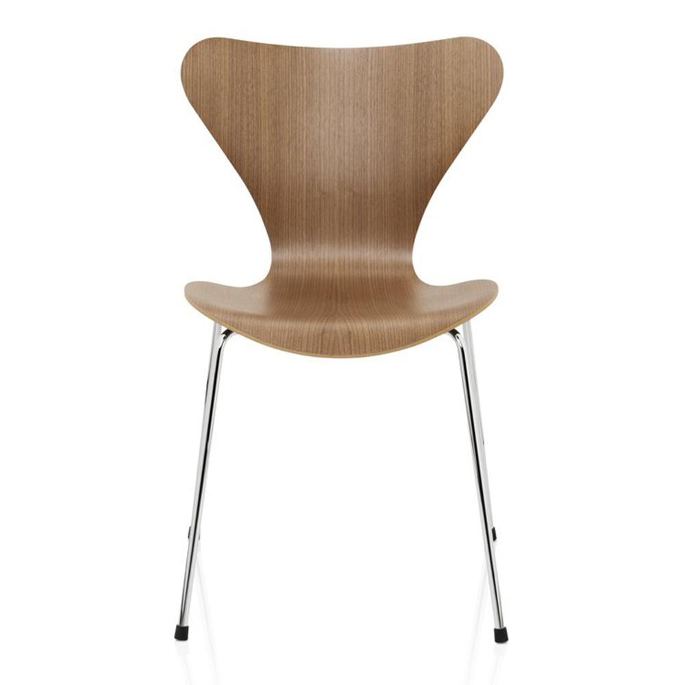 Series 7 chair designed by Arne Jacobsen for Fritz Hansen