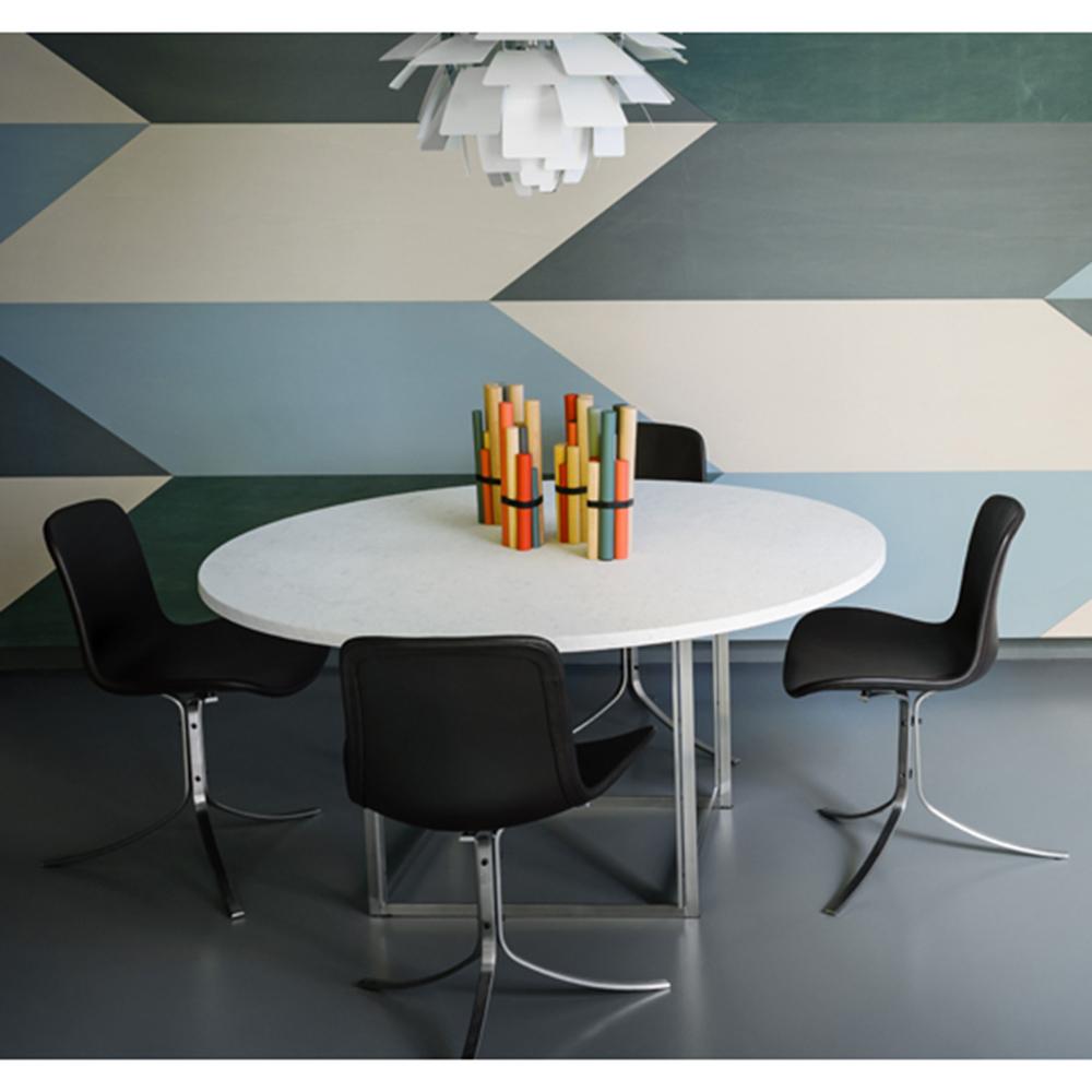 PK9 chair designed by Poul Kjaerholm for Fritz Hansen