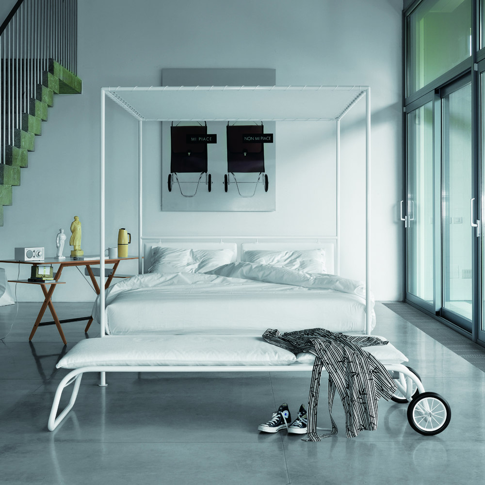 Asseman bed designed by Patrizia Cagliani for De Padova