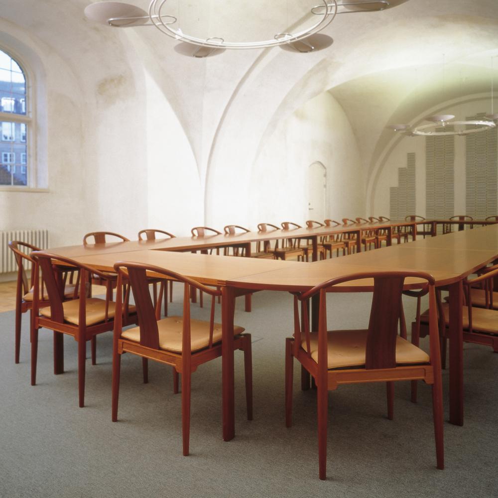 China Chair designed by Hans J. Wegner for Republic of Fritz Hansen
