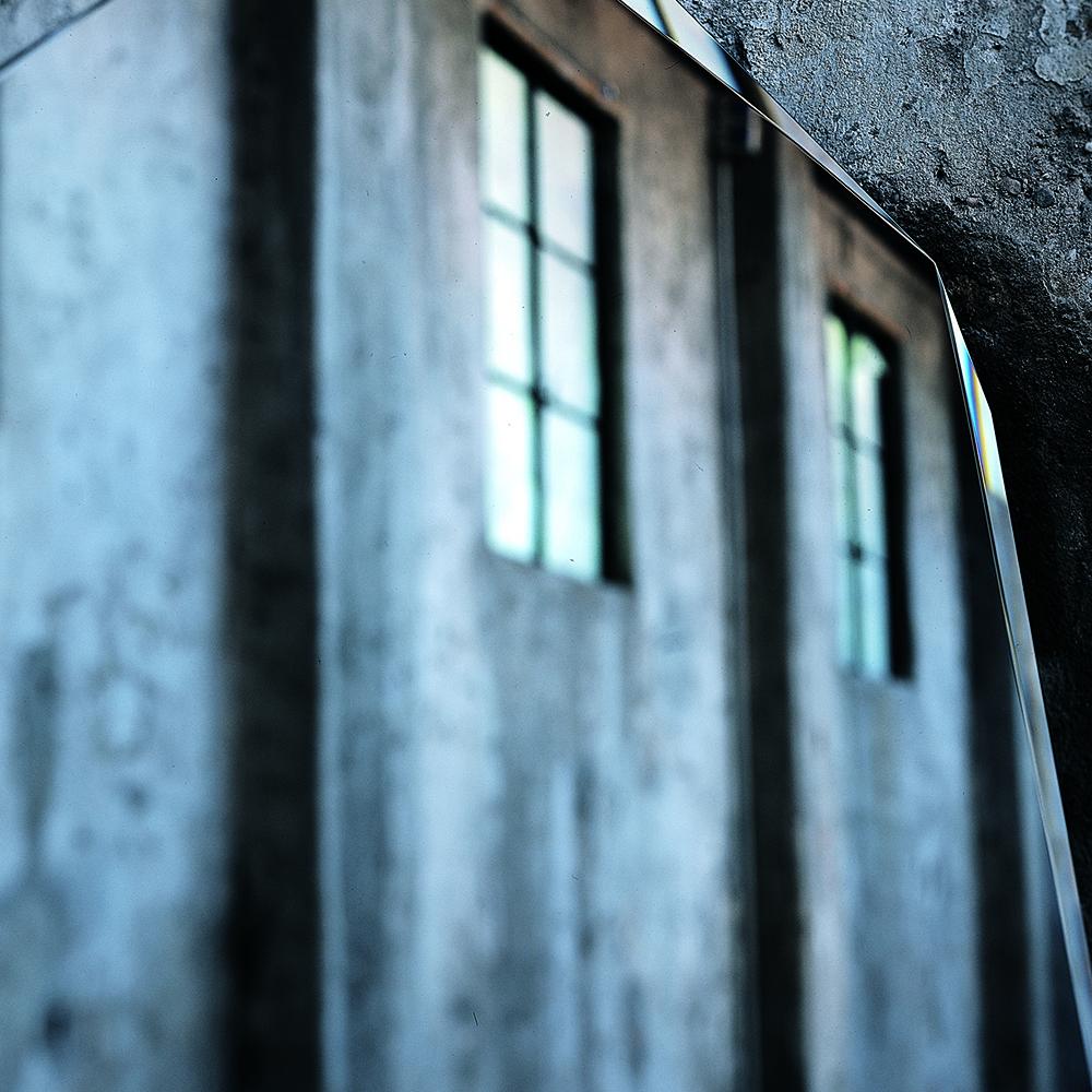 Kooh-i-Noor standing mirror designed by Piero Lissoni for Glas Italia