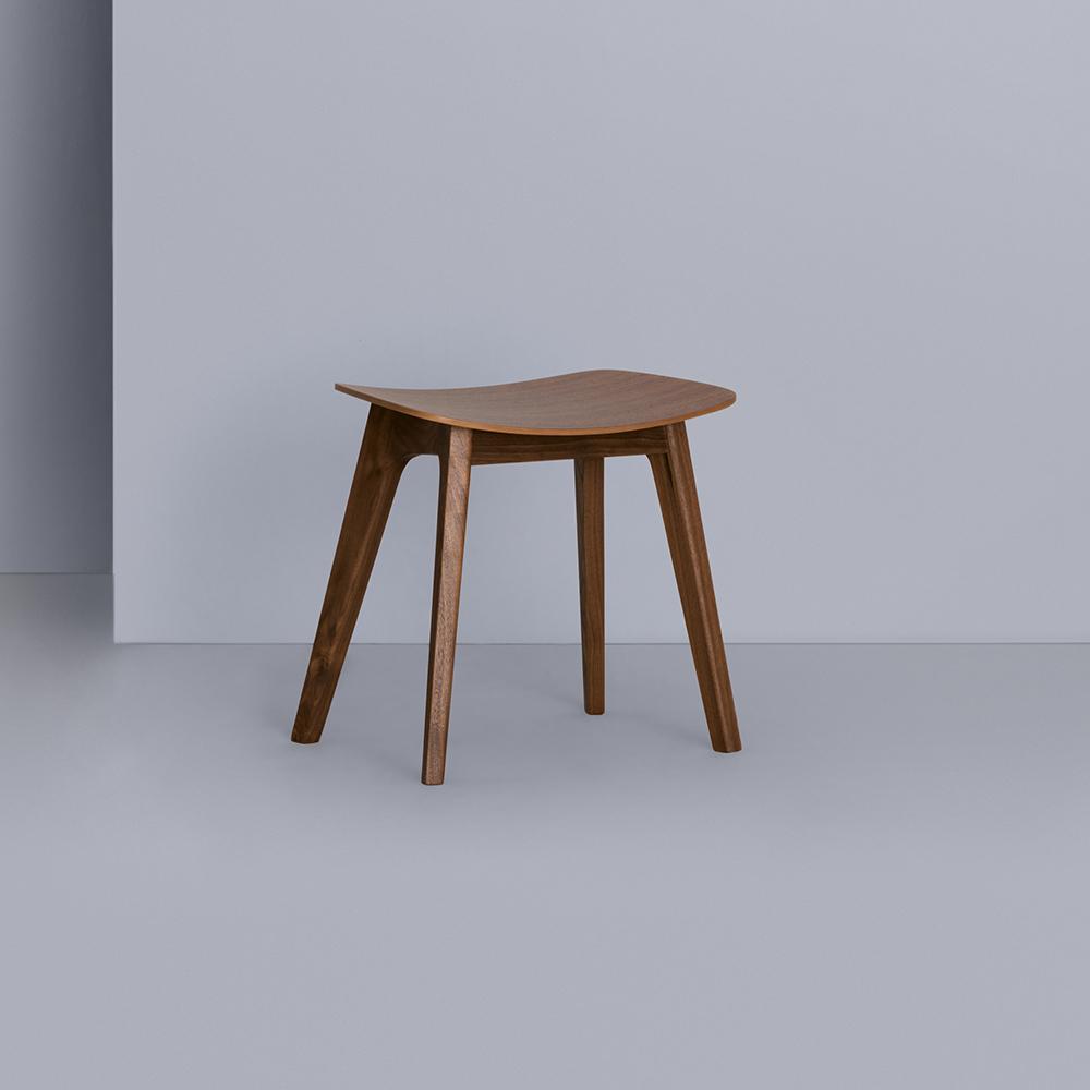 Morph Stool walnut Zeitraum formstelle ecofriendly stool