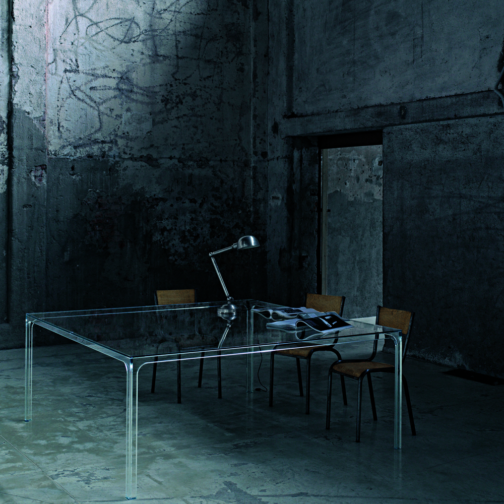 Oscar table designed by Piero Lissoni for Glas Italia.