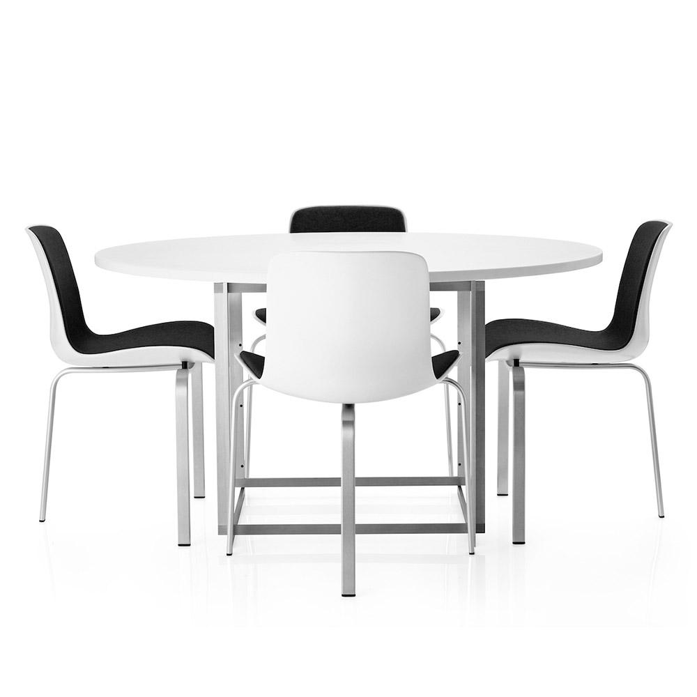 PK8 Poul Kjaerholm three leg modern dining chair fritz Hansen