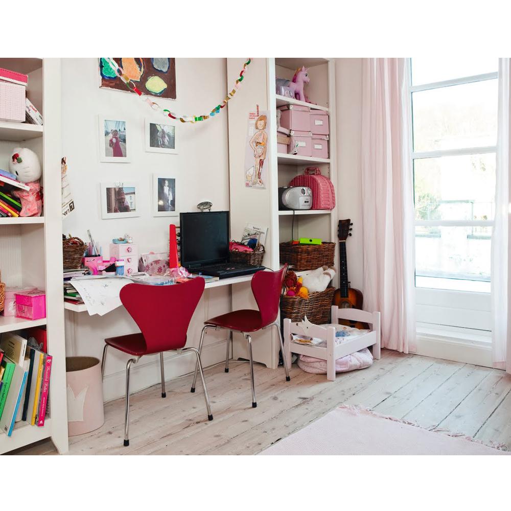 Series 7 Children's Chair Arne Jacobsen Fritz Hansen modern furniture for kids