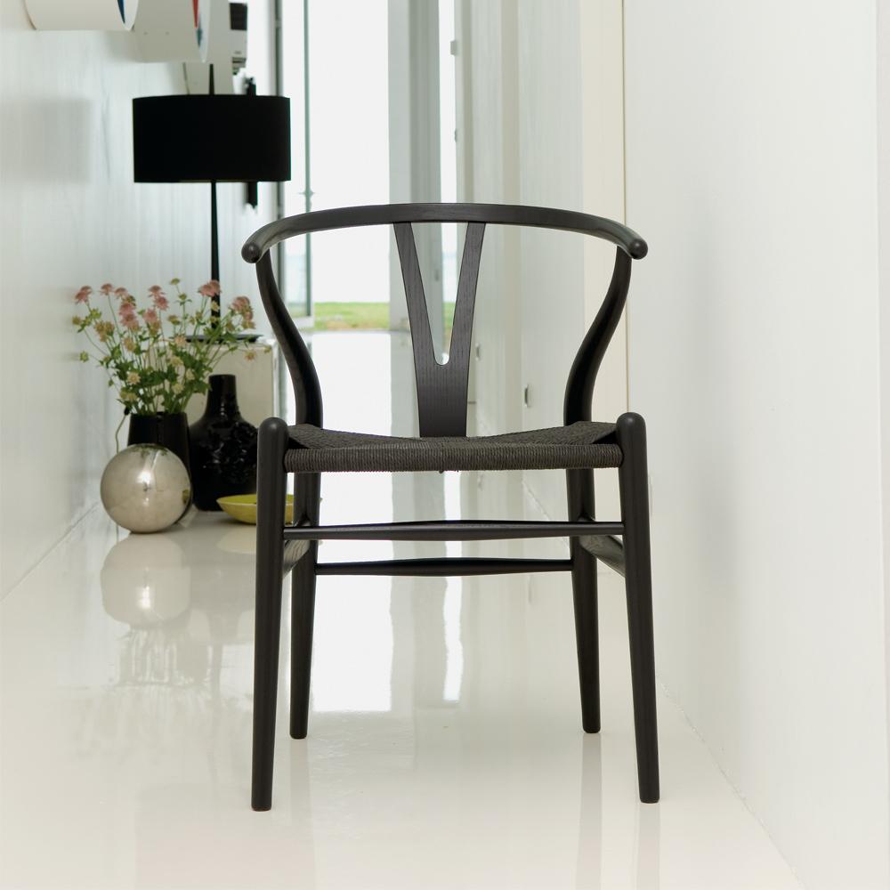 CH24 Wishbone Chair Hans Wegner Carl Hansen CHS Color lacquer black white