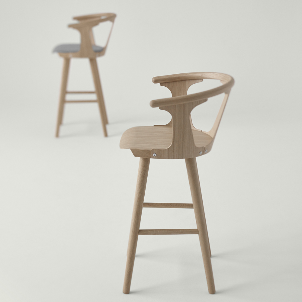 IN BETWEEN BARSTOOL OAK GREY UPHOLSTERED SEAT 1