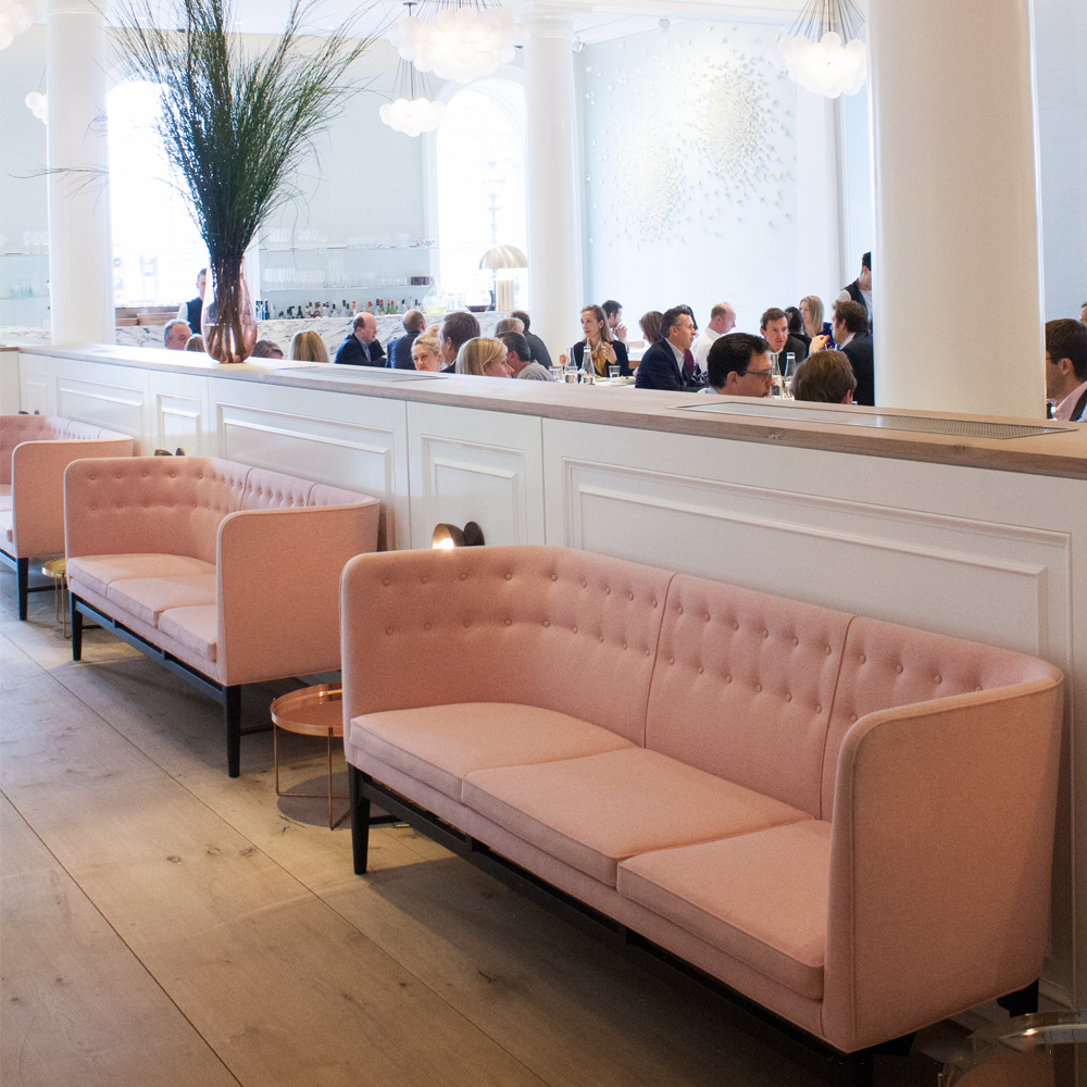 Mayor Sofa Arne Jacobsen Flemming Lassen AndTradition high back couch danish design pink restaurant