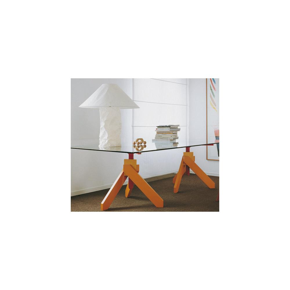 Vidun table designed by Vico Magistretti for De Padova
