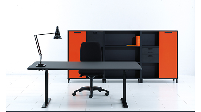 ho design team, q20 desk, holmris, standing desk, height adjustable desks, tall desk, suiteny, suite ny, suiteny.com, suite new york